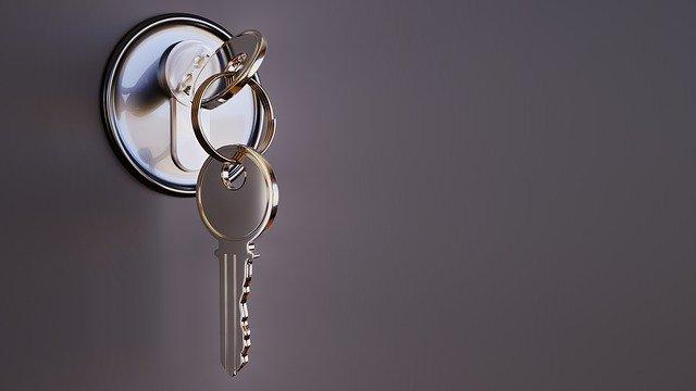 Klíč v zámku.