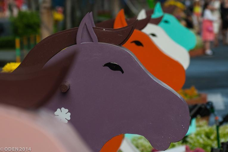 dřevěná koňská hlava.jpg