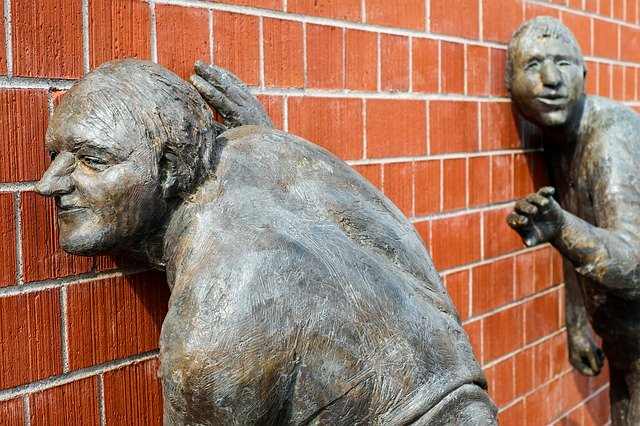 sochy, naslouchání